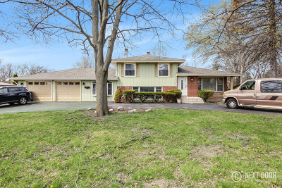 Willowbrook Single Family Home For Sale: 630 68th Street
