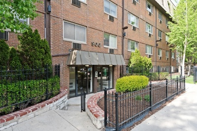 Condo/Townhouse For Sale: 900 West Fullerton Avenue #4I