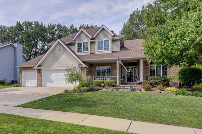 Shorewood Single Family Home For Sale: 1111 Cambridge Lane