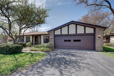 Glenview Single Family Home For Sale: 1434 Estate Lane