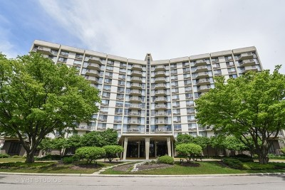 Oak Brook Condo/Townhouse For Sale: 20 North Tower Road #2H