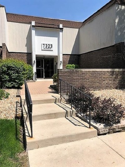 Downers Grove Condo/Townhouse Contingent: 7323 Blackburn Avenue #102