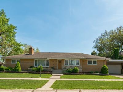 Oak Lawn Single Family Home For Sale: 10200 South 52nd Avenue