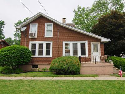 Coal City Single Family Home Contingent: 410 West Oak Street