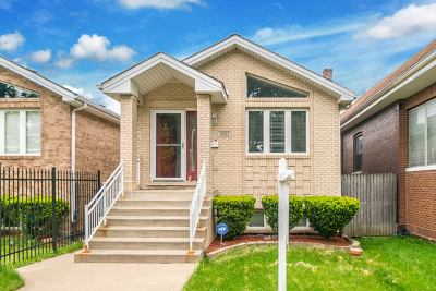 Single Family Home Contingent: 2021 North Nagle Avenue