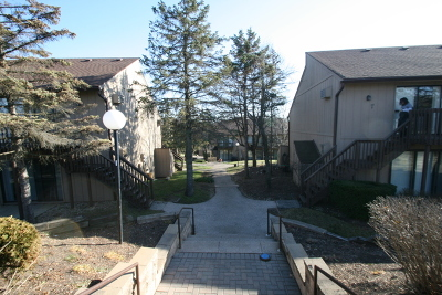 Fox Lake Condo/Townhouse Contingent: 27 Jamaica Colony #4