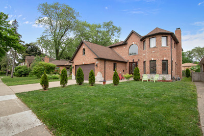 Skokie Single Family Home For Sale: 8309 Kostner Avenue