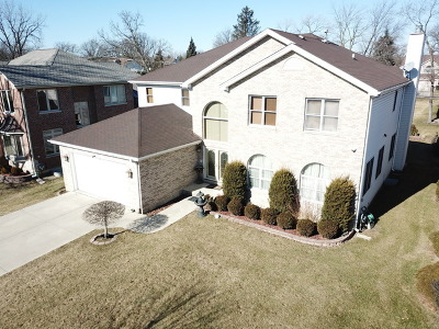 Addison Single Family Home For Sale: 972 Red Oak Street