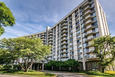 Oak Brook Condo/Townhouse For Sale: 40 North Tower Road #8F