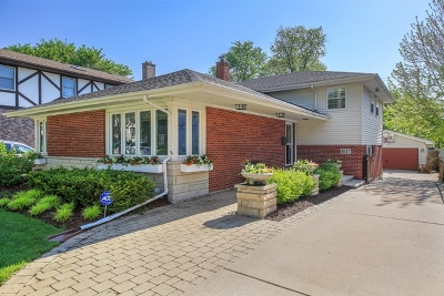 Western Springs Single Family Home Contingent: 4047 Lawn Avenue