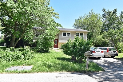 West Chicago Single Family Home Contingent: 29w250 Grove Avenue