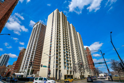 Condo/Townhouse Re-Activated: 3200 North Lake Shore Drive #902