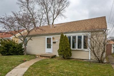 Brookfield Single Family Home For Sale: 3135 Kemman Avenue