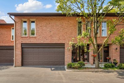 Glenview Condo/Townhouse For Sale: 1700 Wildberry Drive #E