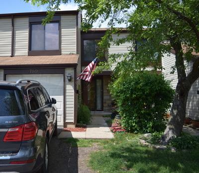 Carol Stream Condo/Townhouse For Sale: 759 Colorado Court #759