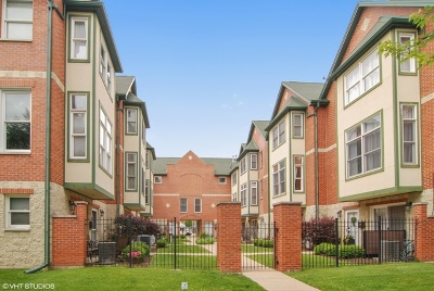 Brookfield Condo/Townhouse For Sale: 3728 Forest Avenue
