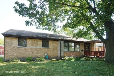 Elmhurst IL Single Family Home For Sale: $299,900