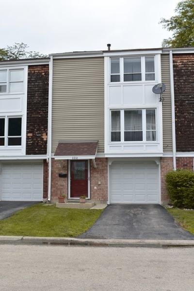 Hoffman Estates Condo/Townhouse For Sale: 2216 Harwinton Place