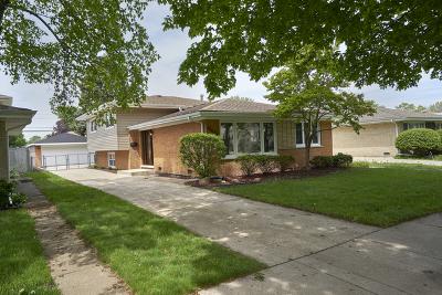 Oak Lawn Single Family Home For Sale: 10028 South Komensky Avenue