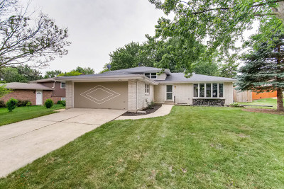 Downers Grove IL Single Family Home New: $359,000