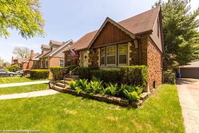 Brookfield Single Family Home For Sale: 8517 Rockefeller Avenue