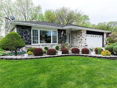 Darien Single Family Home For Sale: 805 Chestnut Lane