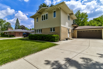Mount Prospect Single Family Home For Sale: 1422 East Emmerson Lane