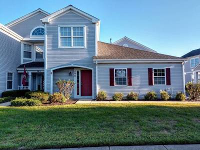 Oswego Condo/Townhouse For Sale: 390 Cascade Lane #390