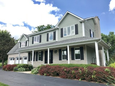 Crystal Lake Single Family Home Contingent: 4018 Steeple Run