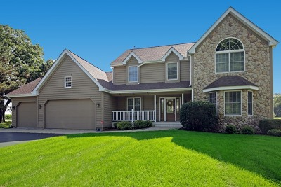 McHenry Single Family Home For Sale: 5212 Hickory Lane