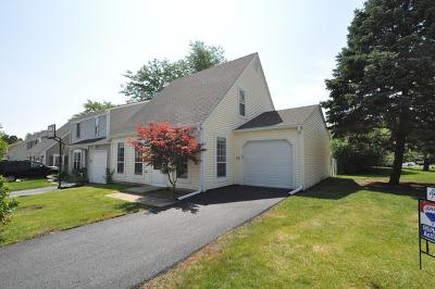 Warrenville Condo/Townhouse For Sale: 29w431 Greenbriar Lane