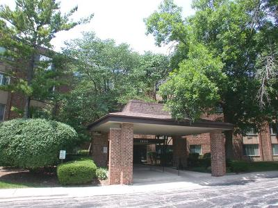 Hoffman Estates Condo/Townhouse Contingent: 1500 Robin Circle #307