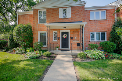Hinsdale Condo/Townhouse For Sale: 486 Old Surrey Road #B