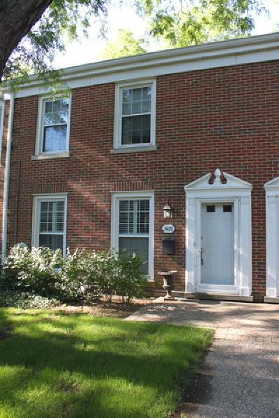 Glenview Condo/Townhouse For Sale: 1621 Pebblecreek Drive