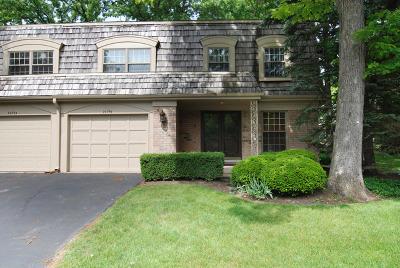 Oak Brook Condo/Townhouse For Sale: 2s750 Avenue Barbizon