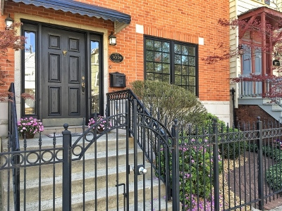 Single Family Home For Sale: 3039 North Southport Avenue