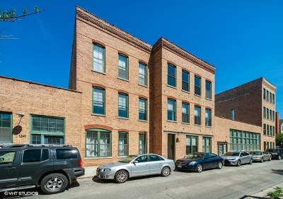 Condo/Townhouse Price Change: 1235 North Honore Street #1E