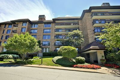 Northbrook Condo/Townhouse For Sale: 3801 Mission Hills Road #405