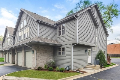 Clarendon Hills Condo/Townhouse For Sale: 414 Clarendon Court