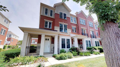 Arlington Heights Condo/Townhouse For Sale: 2220 South Crambourne Way
