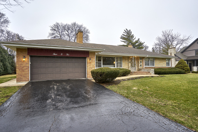 Mount Prospect Single Family Home For Sale: 302 North Macarthur Boulevard