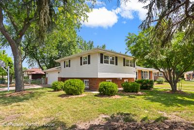 Shorewood Single Family Home For Sale: 1012 Lark Lane