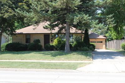 Libertyville Single Family Home For Sale: 431 Garfield Avenue