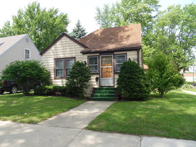Aurora Single Family Home Contingent: 703 Charles Street