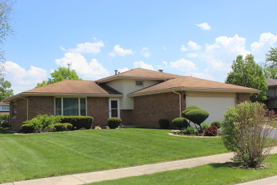 Crestwood Single Family Home Contingent: 13741 Crestview Court