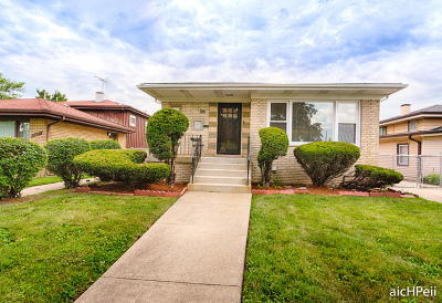 Dolton  Single Family Home For Sale: 690 East 152nd Street