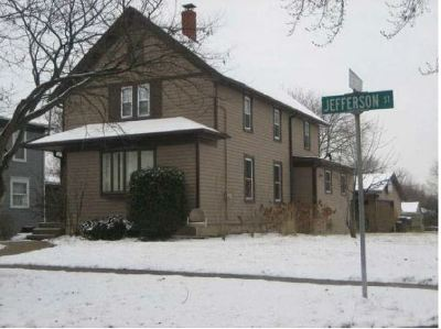 Woodstock Single Family Home Auction: 802 South Jefferson Street
