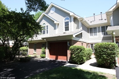 Arlington Heights Condo/Townhouse For Sale: 1937 West White Oak Street
