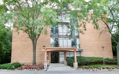 Lisle Condo/Townhouse For Sale: 5830 Oakwood Drive #1E