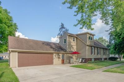 Woodstock Single Family Home For Sale: 320 Donovan Avenue